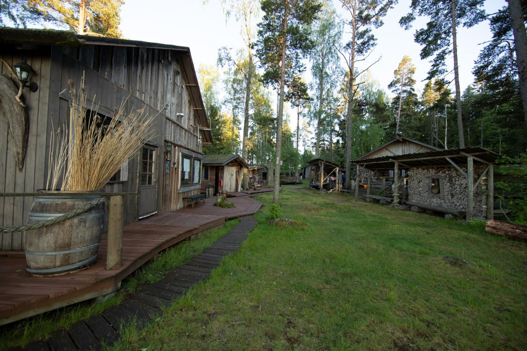View from the yard of the Rakinkotka cottage.